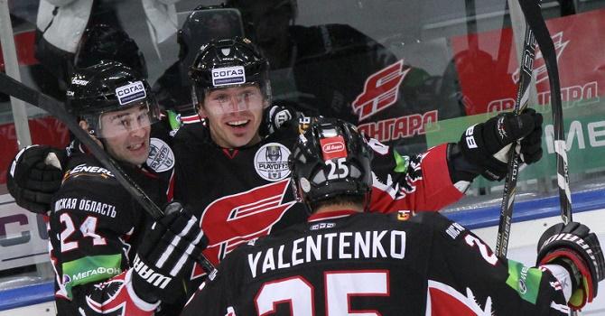 Гол Семенова вовертайме принес «Авангарду» победу над «Югрой» вматче КХЛ