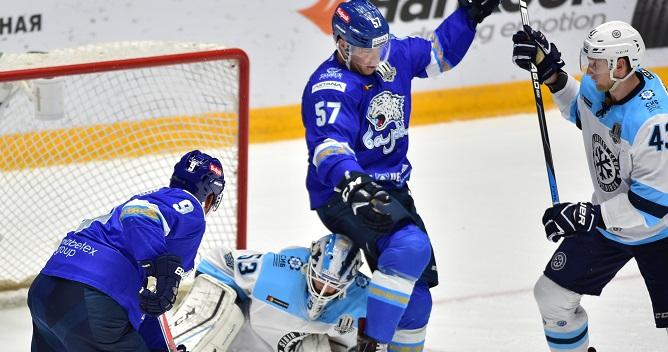 Хоккейная «Сибирь» внапряженном матче одолела команду «Барыс» вАстане