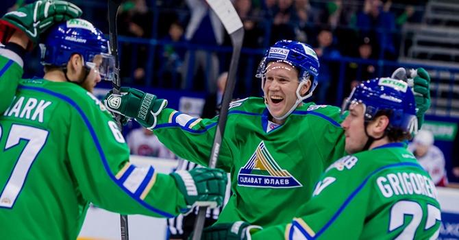 «Салават Юлаев» проиграл третий матч КХЛ подряд, уступив «Авангарду»