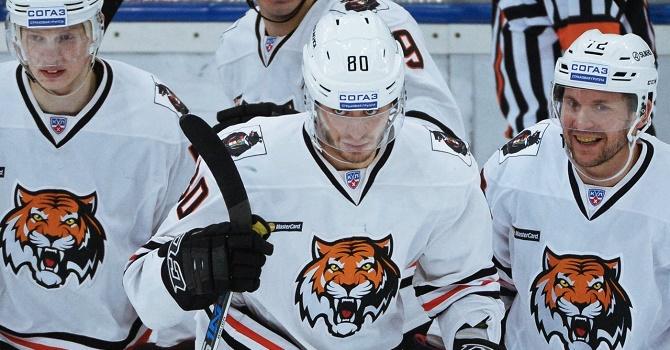 «Амур» прервал четырехматчевую победную серию «Магнитки» вчемпионате КХЛ