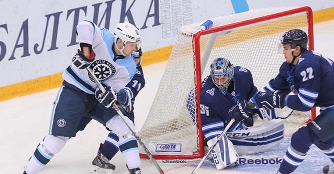 «Нефтехимик» разгромил «Сибирь» вматче КХЛ, забросив 4 шайбы затри мин.