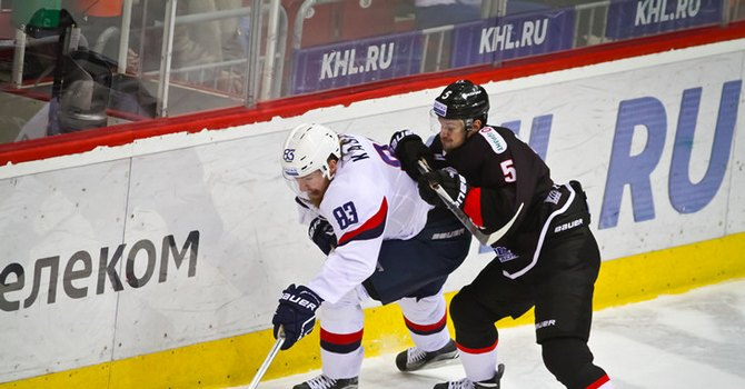 Дубль Кручинина помог «Трактору» обыграть «Слован» вматче КХЛ