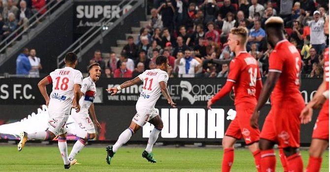 «Лион» - «Монако»: центральный матч тура.