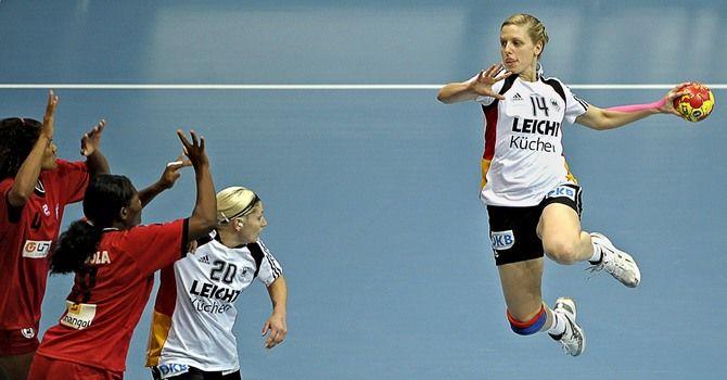 Нидерланды - Германия: удастся ли немкам пройти групповой раунд без поражений?